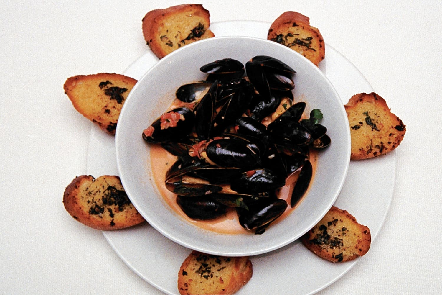 Mussels with a Tomato and Saffron Sauce
